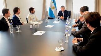 Macri recibió a estudiantes premiados por Microsoft en un concurso internacional sobre tecnología